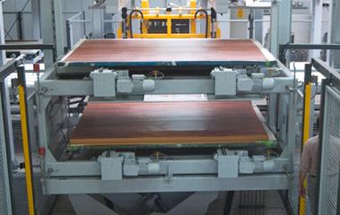 Holzindustrie - Hubtisch mit Zwei-Etagen-Magazin